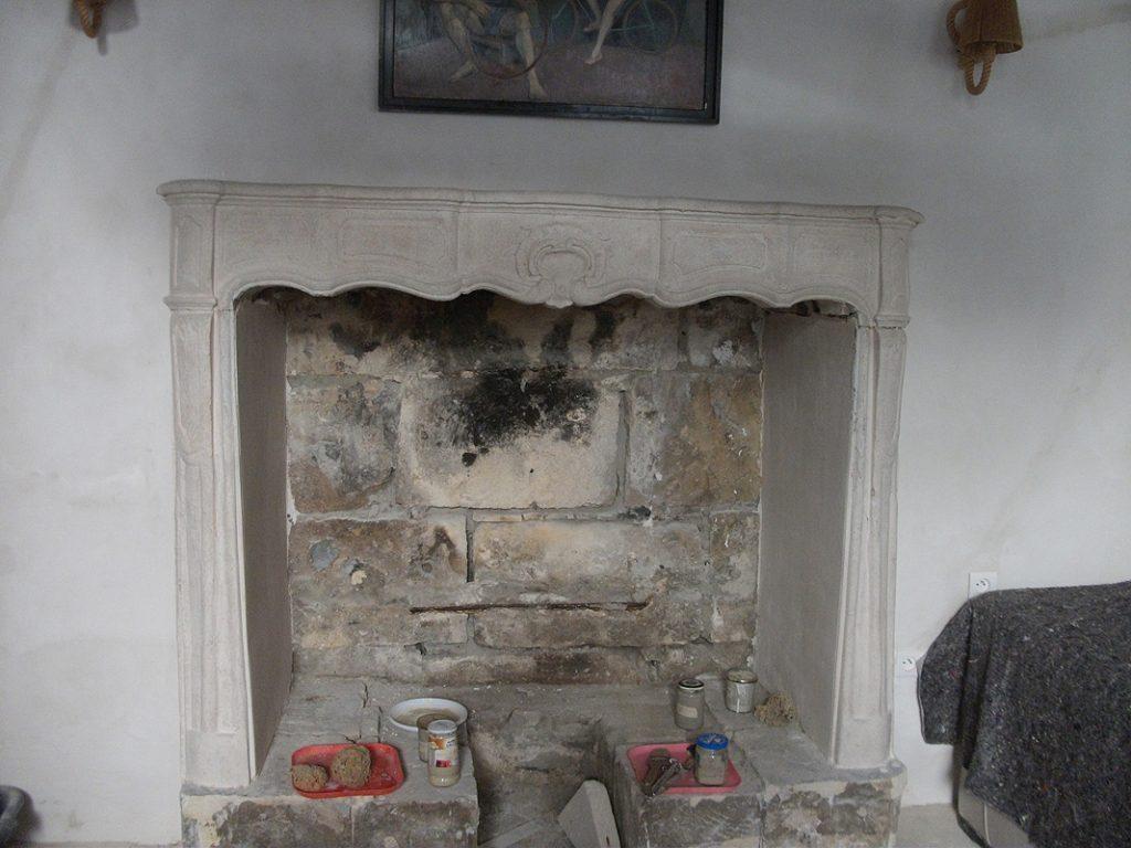 Peinture décorative cheminée en fausse pierre