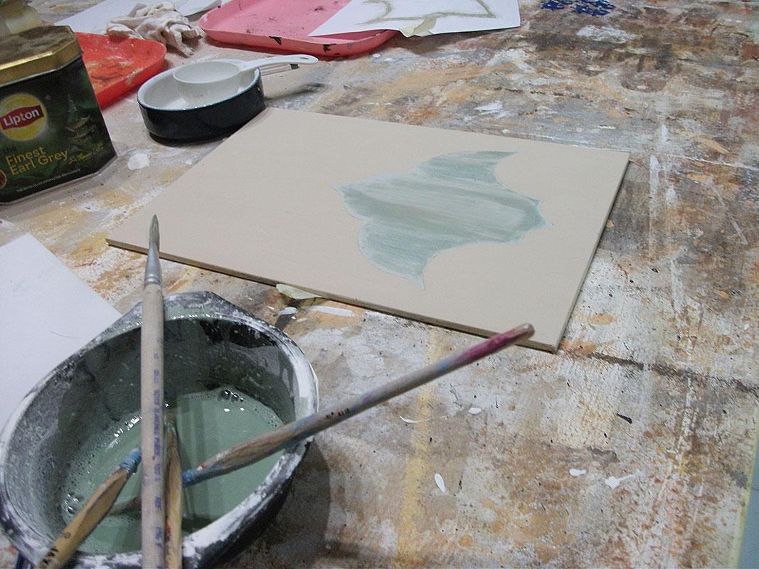 Motif arabesque peinture caséine