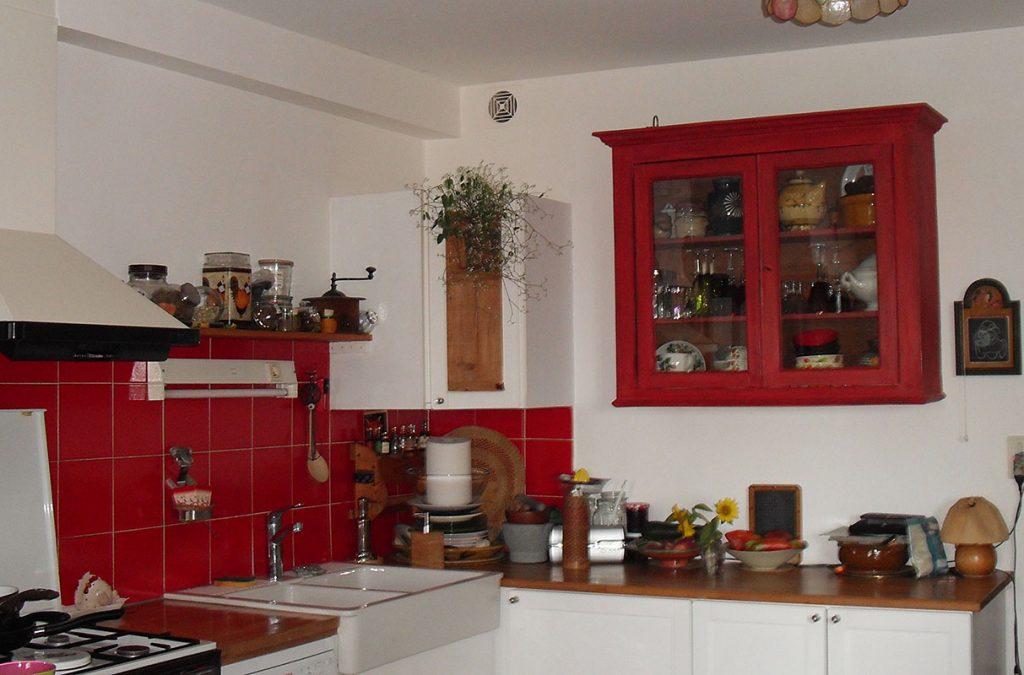 Meuble de cuisine rouge de Chine installé