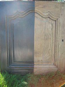 Planche de démonstration d'une planche en chêne à la peinture et cire naturelles