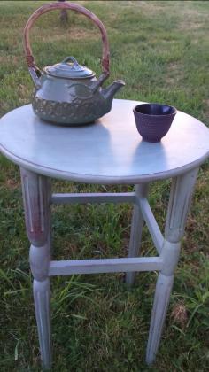 Petite table ronde, patine verte